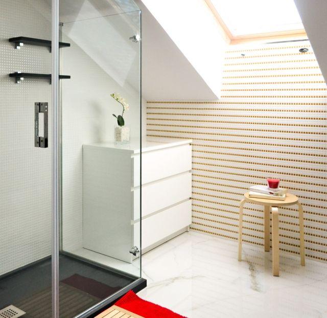 badezimmer-bilder-dachschraege-oberlicht-duschkabine-kommode - kommode für badezimmer