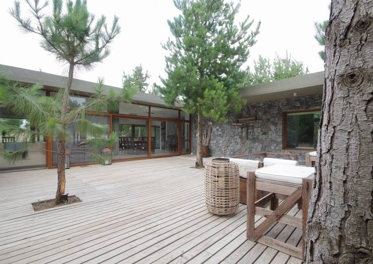 Jardins Moderno por LUCAS MC LEAN ARQUITECTO