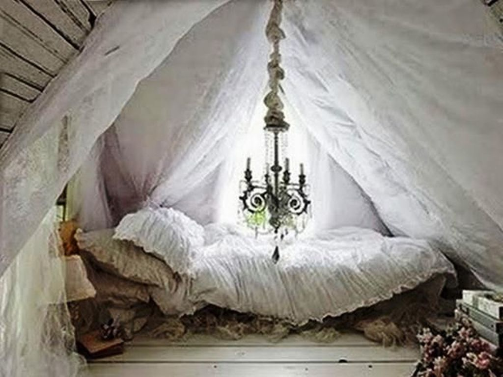 36 Lovely Attic Bedroom Ideas With Bohemian Style In 2020 Tent Bedroom Victorian Cottage Attic Bedrooms