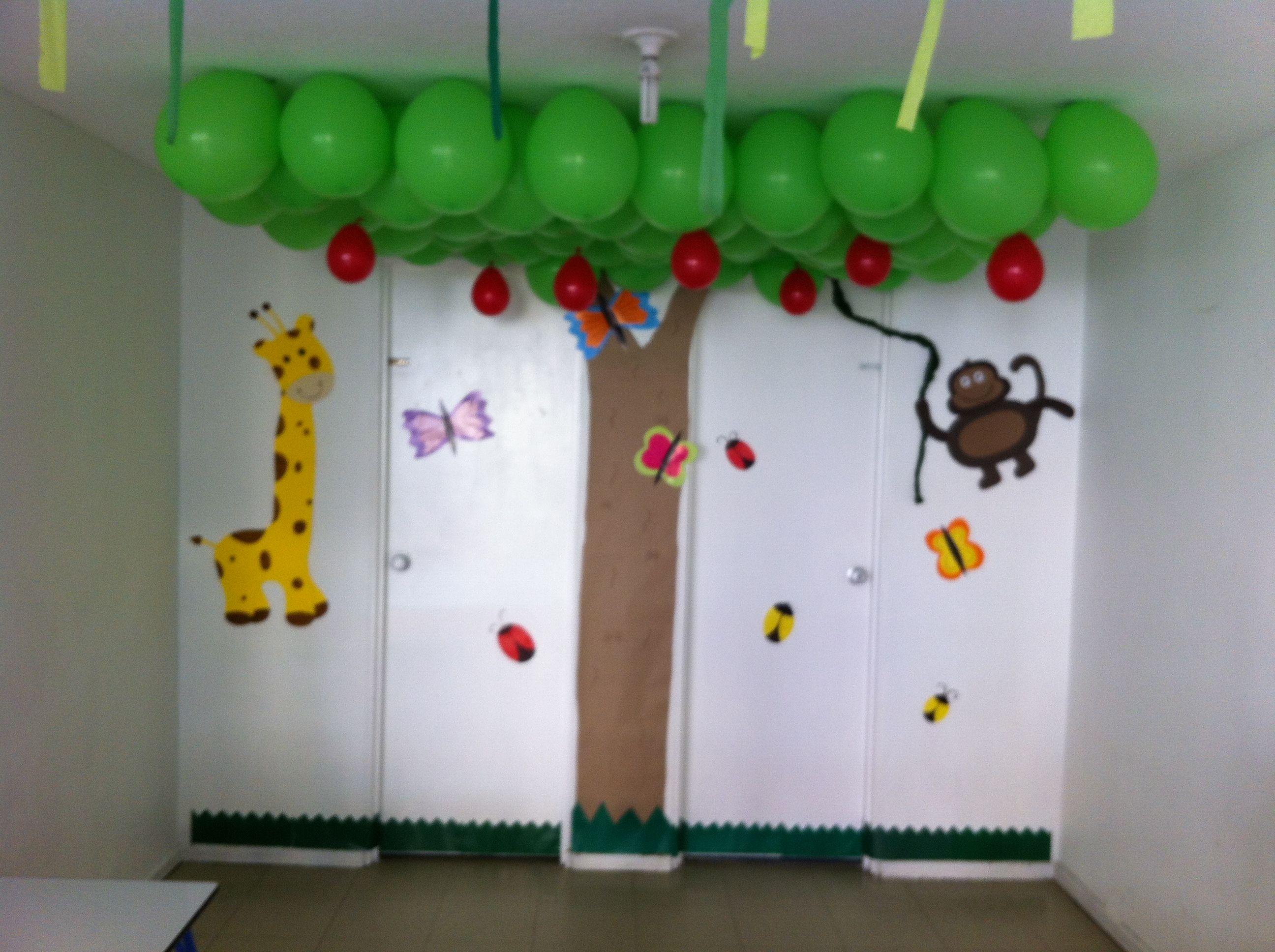Decoraci n de aula infantil decoraci n atividades para for Decoracion puerta aula infantil