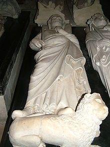 Gisant de Philippe III à St-Denis. En 1285 Philippe III engage la croisade d'Aragon et attaque sans succès la Catalogne (siège de Gérone) Son armée touchée par une épidémie de dysenterie, il est défait en septembre à la baraille de Formigues et est obligé de faire retraite. Celle-ci est désastreuse, l'armée française est à nouveau défaite le 1° octobre à la bataille du col de Panissars, et lui-même meurt à Perpignan le 5 octobre 1285.