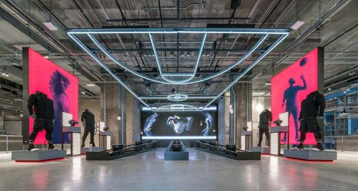 Scarpe Adidas in flagship Adidas store in New York City