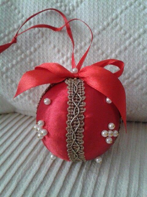Pallina rivestita e decorata a mano