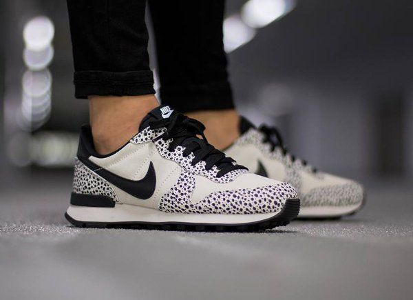 Nike Internationalist Internationalist Nike Safari White Black Light Gum femme 2 a01011