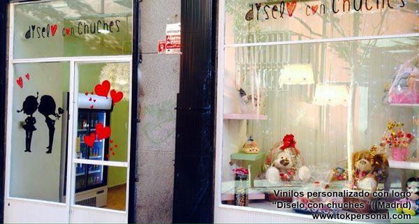 """Vinilo decorativo para el escaparate y entrada con el logo para la tienda """" díselo con chuches """" de Madrid...  www.tokpersonal.com 618 404 985"""