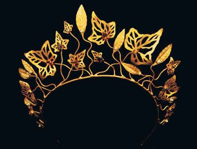 Tiara ivy laurel,  Amethyst and citrine coloured crystal stones and pearls. By Malcolm Morris.  ( Gwyneth Paltrow wore this Tiara in the movie Shakespeare in Love, when she dances with Shakespeare for the first time !! )