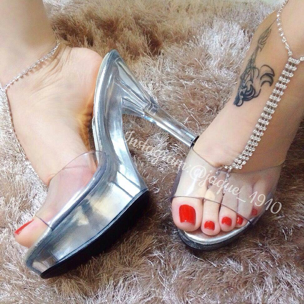 Pin di jurassic man su woman feet     Pinterest   Sexy, Scarpe e Gambe 219bba