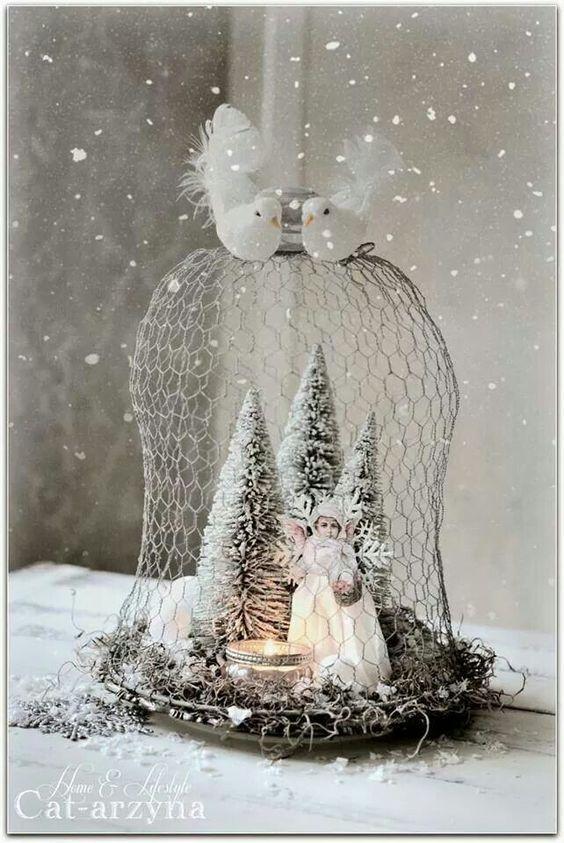 Ze Haalt Een Rol Kippengaas Gratis Af Bekijk Snel Wat Voor Een Prachtige Winter Decoratie Zij Hiermee Maakt Z Deko Weihnachten Weihnachten Weihnachtszeit