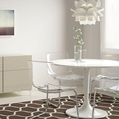 Ensemble table et chaises blanches transparentes d coration pinterest chaises blanches - Chaises pliantes transparentes ...