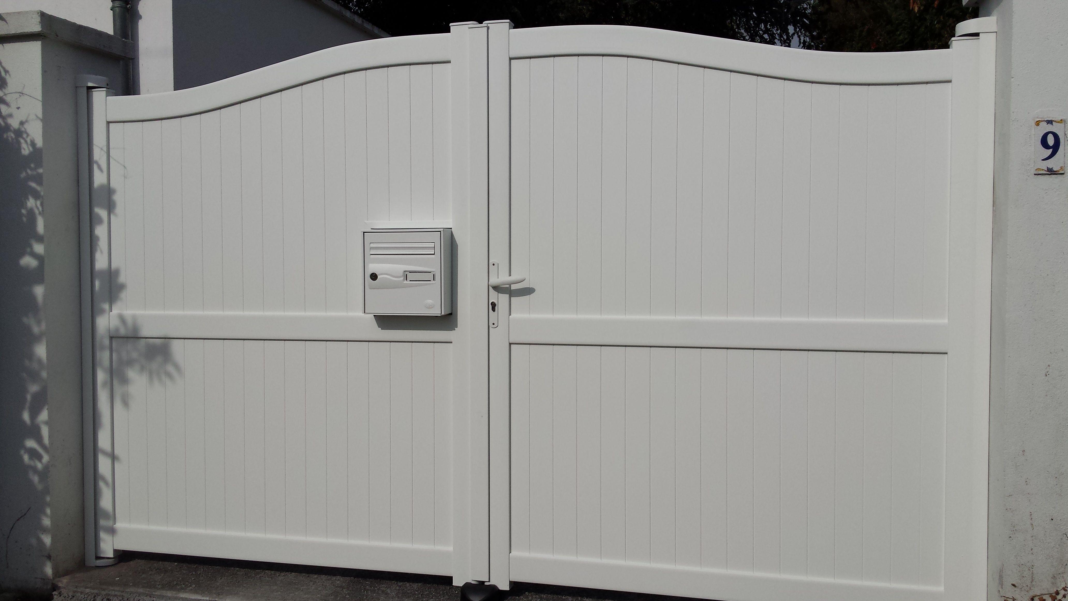 portail alu avec bo tes aux lettres int gr e portail aluminium pinterest portail aluminium. Black Bedroom Furniture Sets. Home Design Ideas