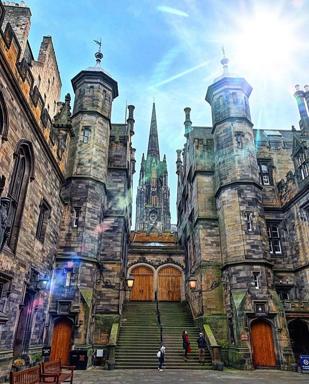 Our #edinphoto of the week is this beautiful shot of the stunning School of Divinity, part of the University of Edinburgh and located in…