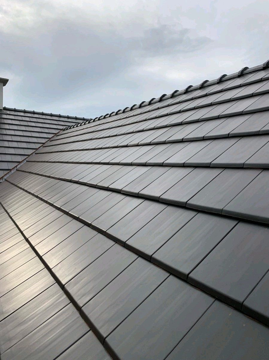 How Long Should A Tiled Roof Last Uk In 2020 Image House Clay Roof Tiles Clay Roofs