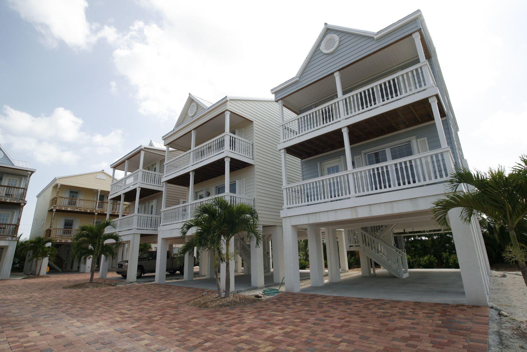 A few modular home designs if you live near the coast for Modular beach house
