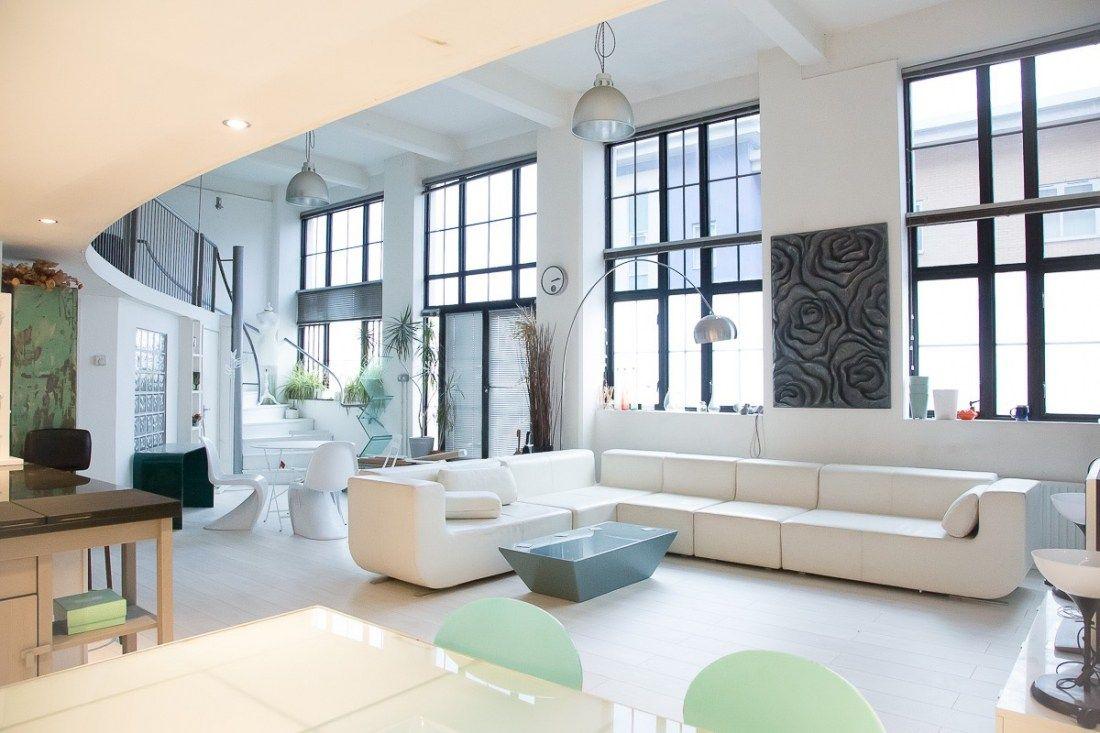 Un Loft Anglais En Blanc Et Bleu Planete Deco A Homes World Loft Deco Fenetres En Acier