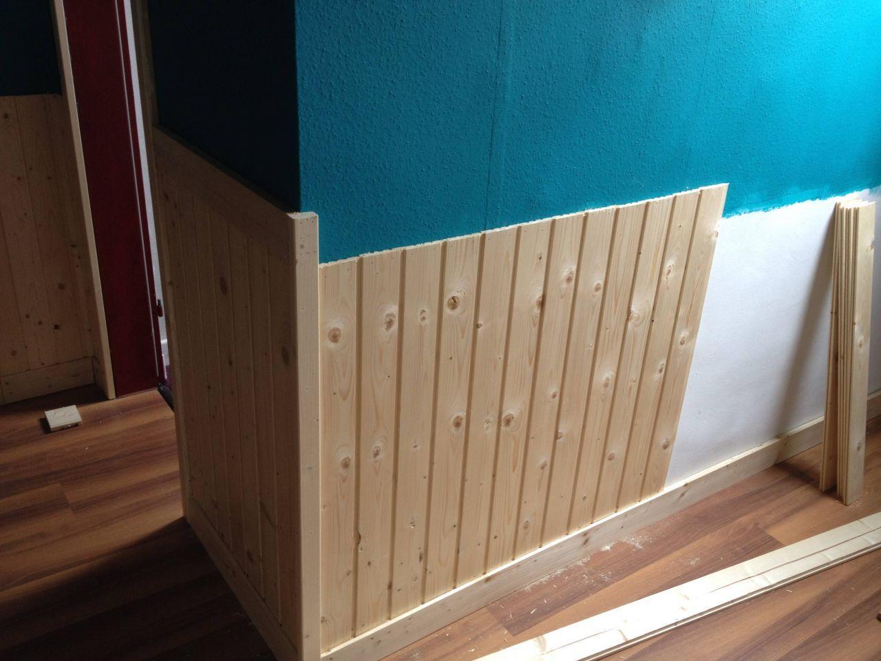 Wandverkleidung Im Flur Bauanleitung Zum Selberbauen 1 2 Do Com Deine Heimwerker Wandverkleidung Wandverkleidung Holz Wandverkleidung Holz Skandinavisch