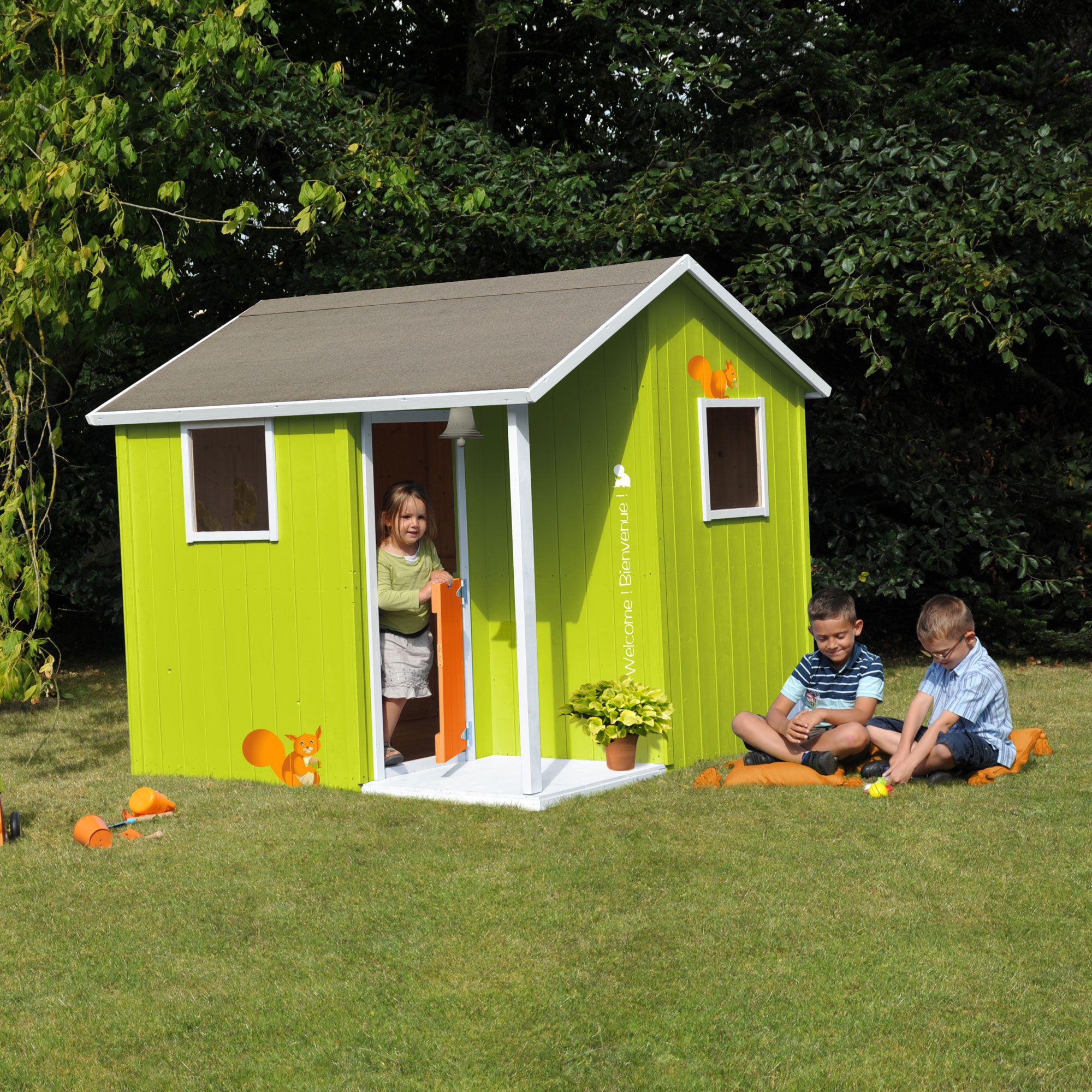 cabane maisonnette enfant en bois de sapin avec terrasse 170x172x175cm lisa soulet. Black Bedroom Furniture Sets. Home Design Ideas