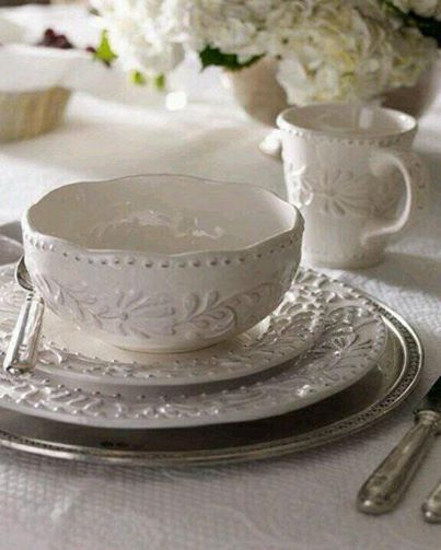 Country Cottage Style / White place setting. & Country Cottage Style / White place setting. | Cottage Life ...