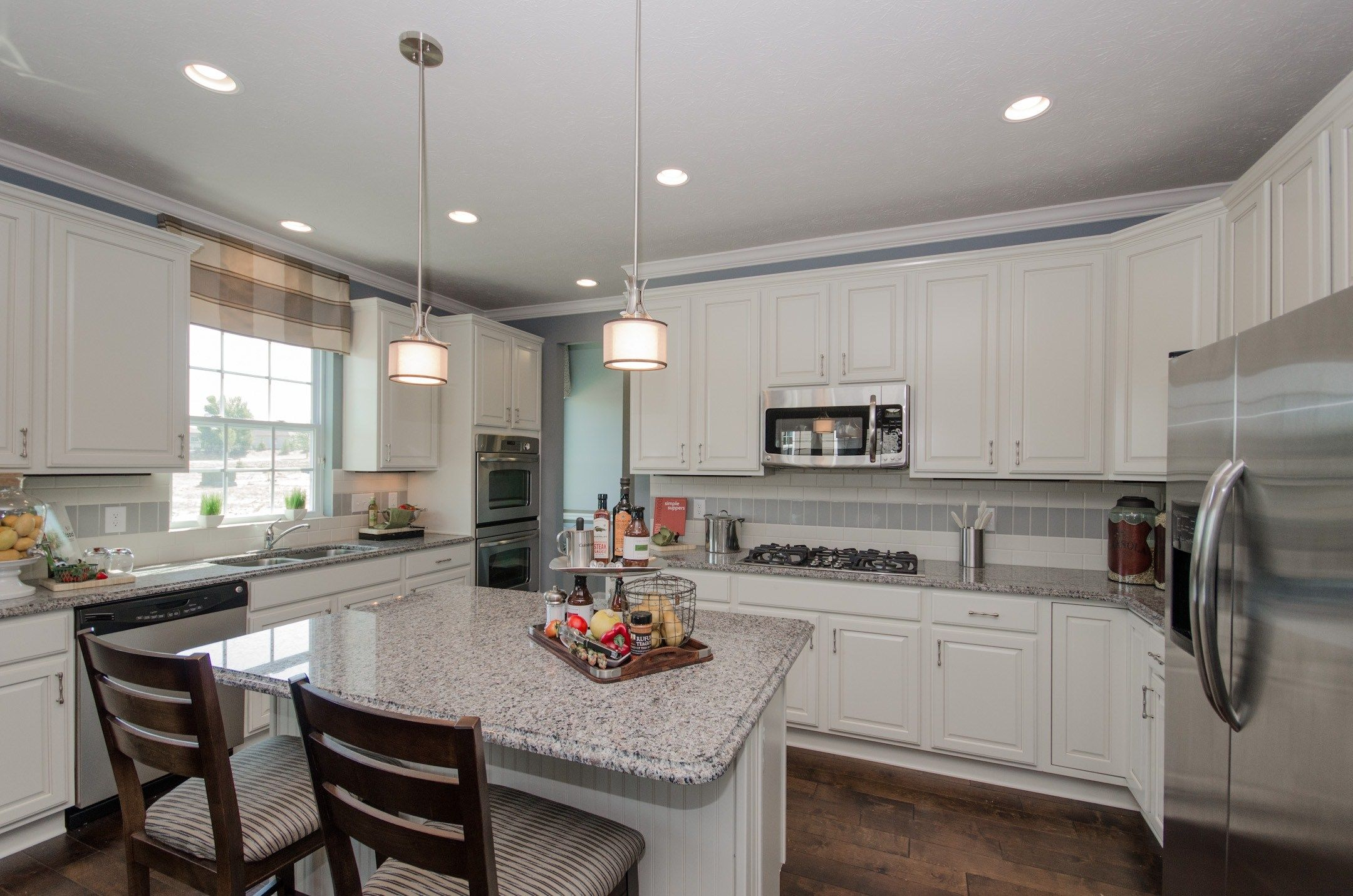 White cabinets are so clean in a kitchen! | Home builders ...