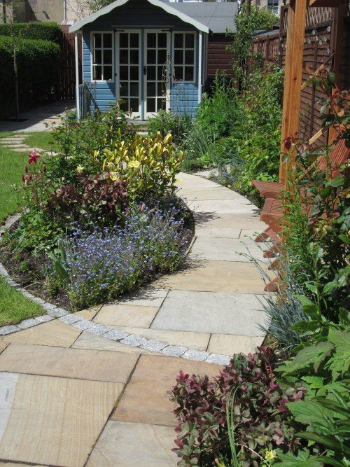 Love the way that the half circle garden bed edge is ...