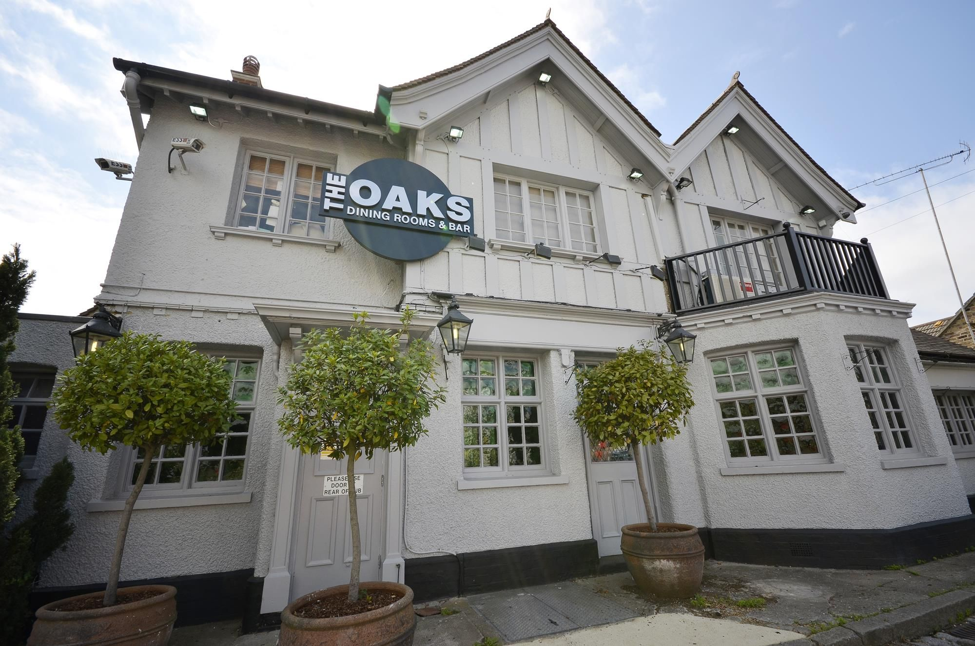 Gastro Pub Restaurant The Oaks Loughton Dining Rooms Bar Epping Forest