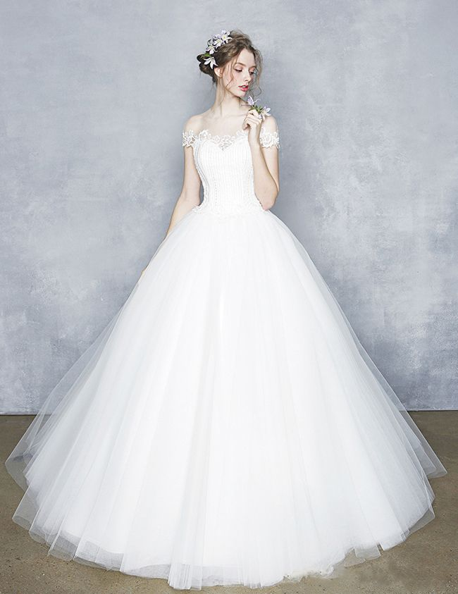 This wedding gown from Bonnie Mariee is the definition of elegance ...
