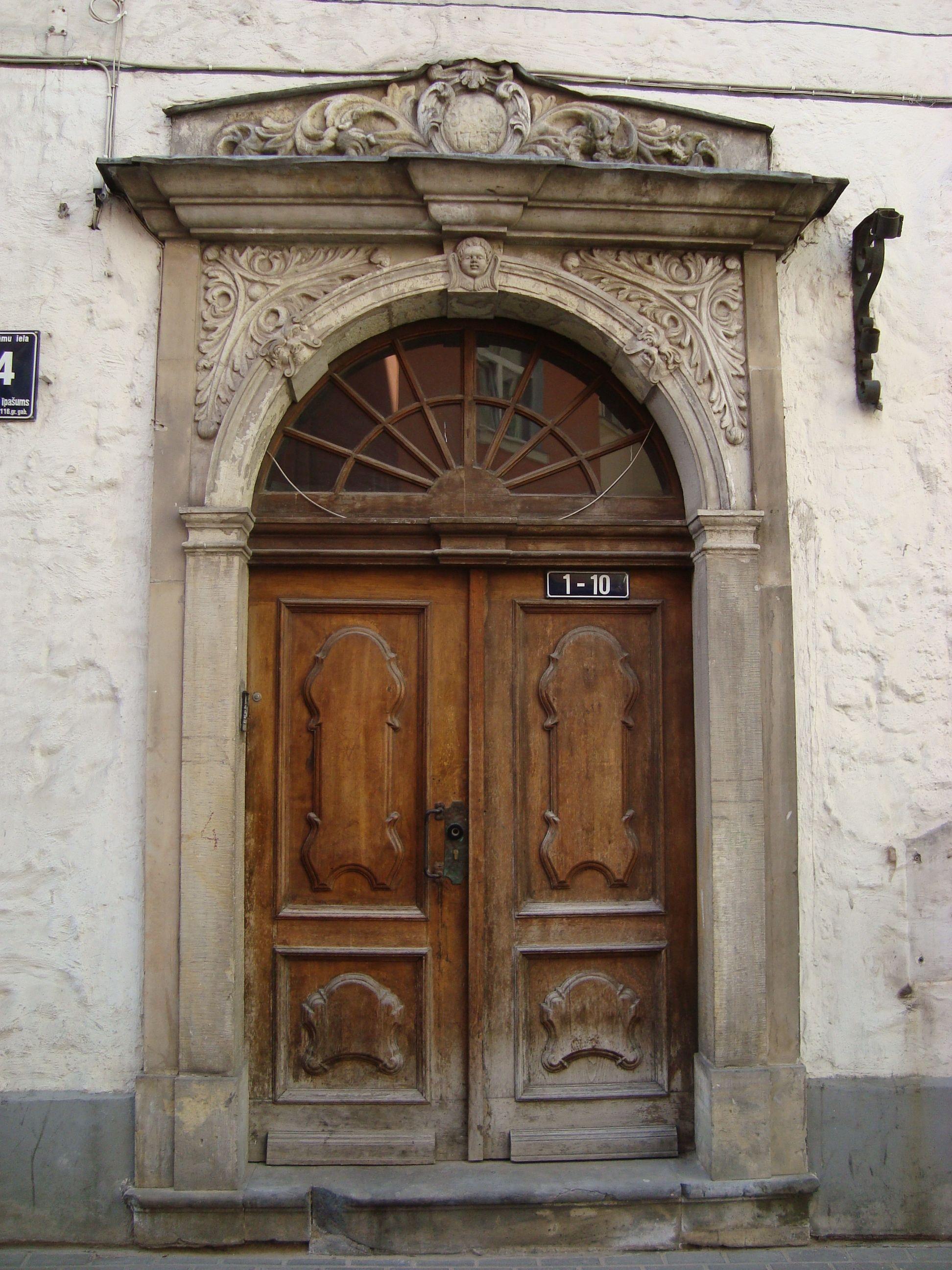 Door In Vilnius Lithuania Old Doors Doors Door Handles