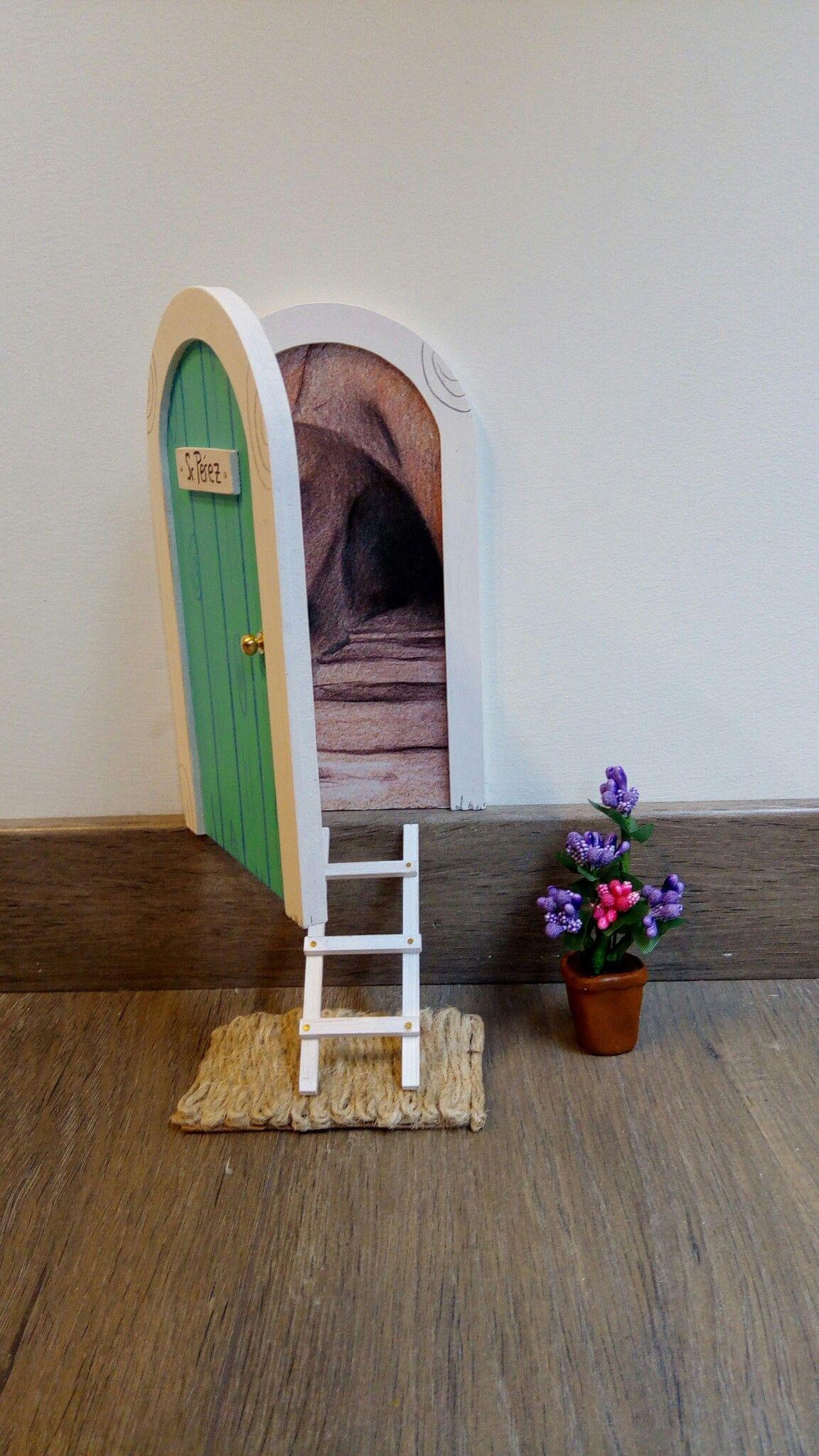 La original puerta del ratoncito  Pérez por La iluminista