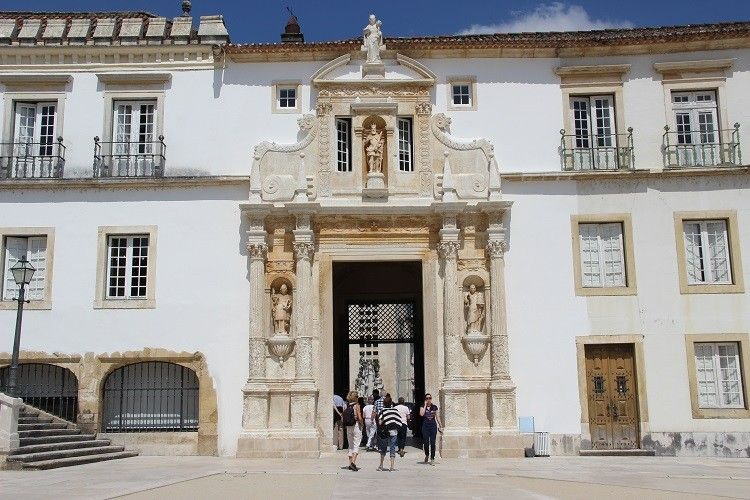 Universidade de Coimbra apresenta o novo rosto da Porta Férrea