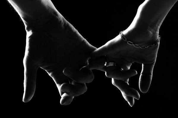The pleasure a fellow gives, gets the strength in the  pleasure the fellow receives.\Il piacere dell'individuo che dà, ha gran parte della sua forza nel piacere dell'individuo che riceve.Roberto Rizzo ©Copyright