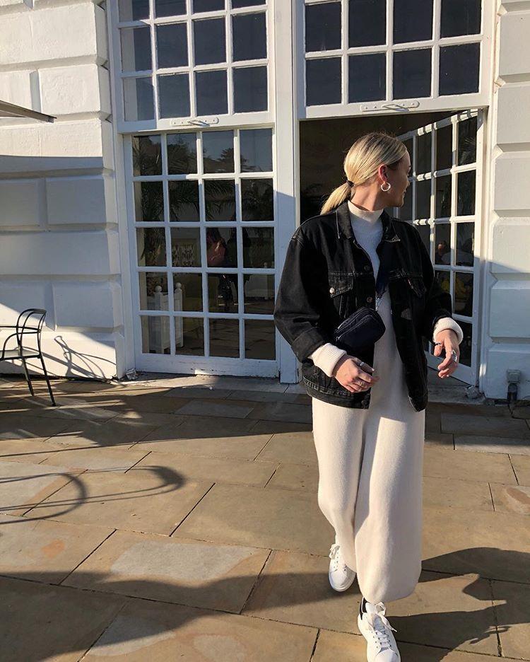 """Photo of Ell på Instagram: """"Hvite ullkjoler og hvite vinduer! ! """""""