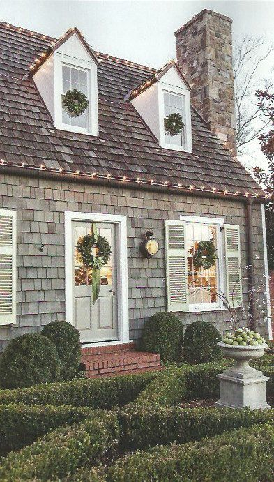 Colonial House Christmas Lights : colonial, house, christmas, lights, SIXTEEN:, Christmas, Inspiration, Cottage, Cottage,, House, Exterior,