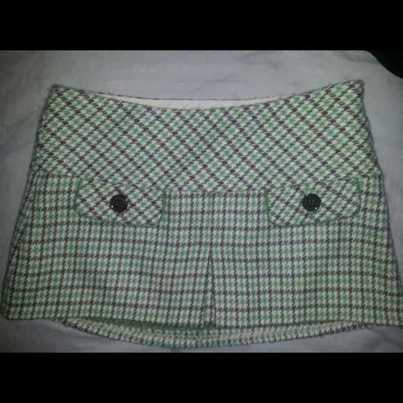 "Abercrombie & Fitch Plaid Wool Skirt This is a super cute wool mini skirt with a houds tooth design thats fully lined with silk. It is in great condition.   Masurements are taken while item was flat  across the waist: 15"" Length: 12"" Abercrombie & Fitch Skirts"
