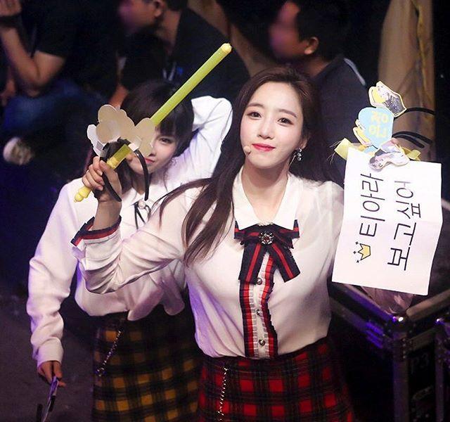 Jiyeon And V