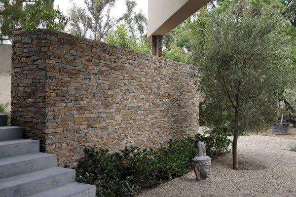 Casa haus muro piedra zen outdoor rooms espacios al for Piedra para muros exteriores precio