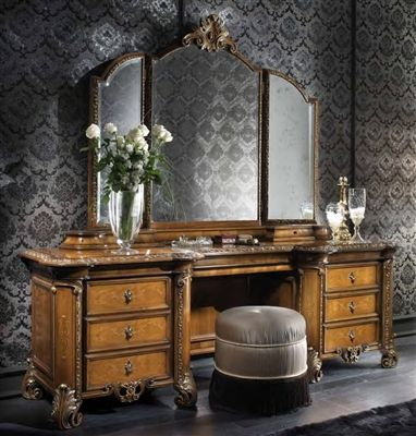 This Natural Wood Dressing Table Looks So Gorgeous Against