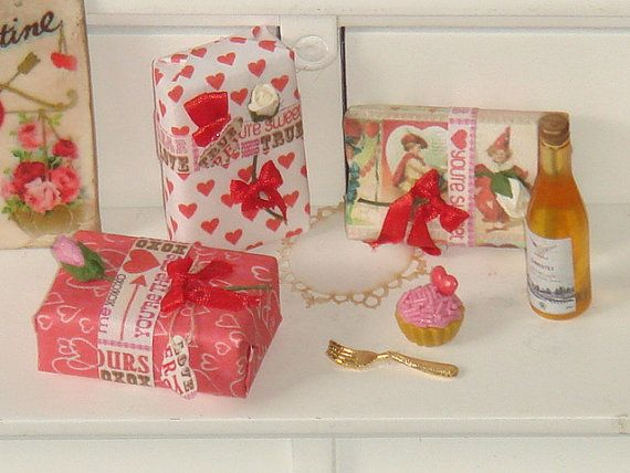 Dollhouse Valentines gifts.112 dollhouse by ANABELAMINIATURES, €4.80