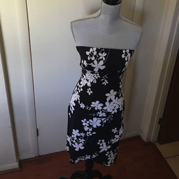 🌺Summer Dress Strapless Size Small 🌺 🌸Black  and white dress size small shirt front 🌸 Dresses Midi