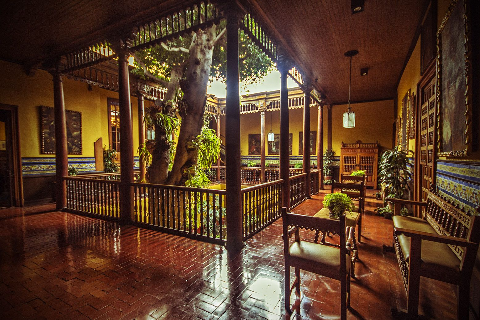 Patio interior de la casa construida en 1535 de la familia aliaga en lima peru - Casas con patio interior ...