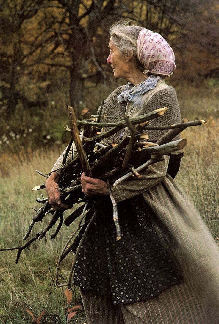 Famous picture book illustrator and author Tasha Tudor loved the old ways of country living and payment for her beautiful work allowed…
