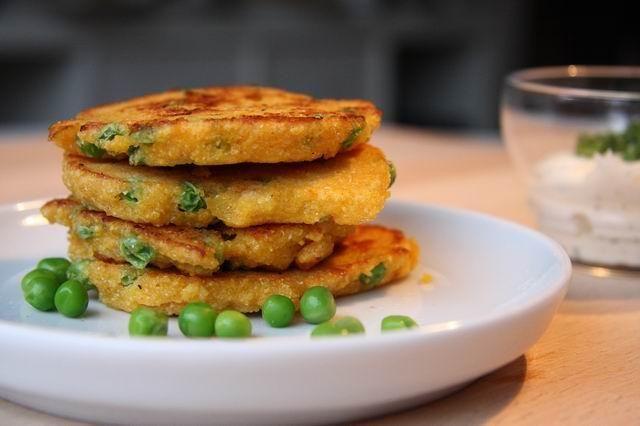 Rezept Erbsen-Maispuffer mit Dipp