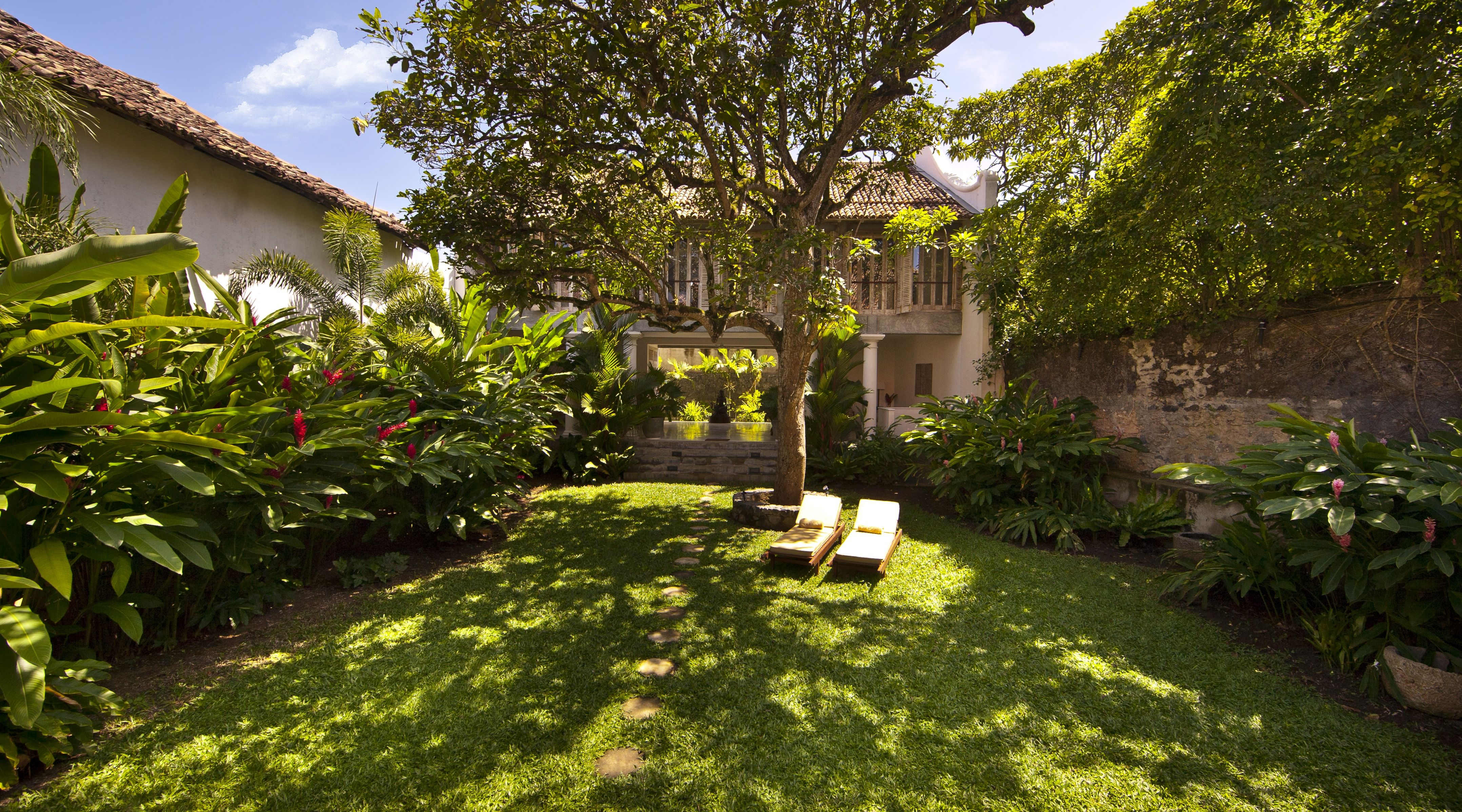 Garden; Architect Channa Daswatte renovated the house. Galle, Sri ...