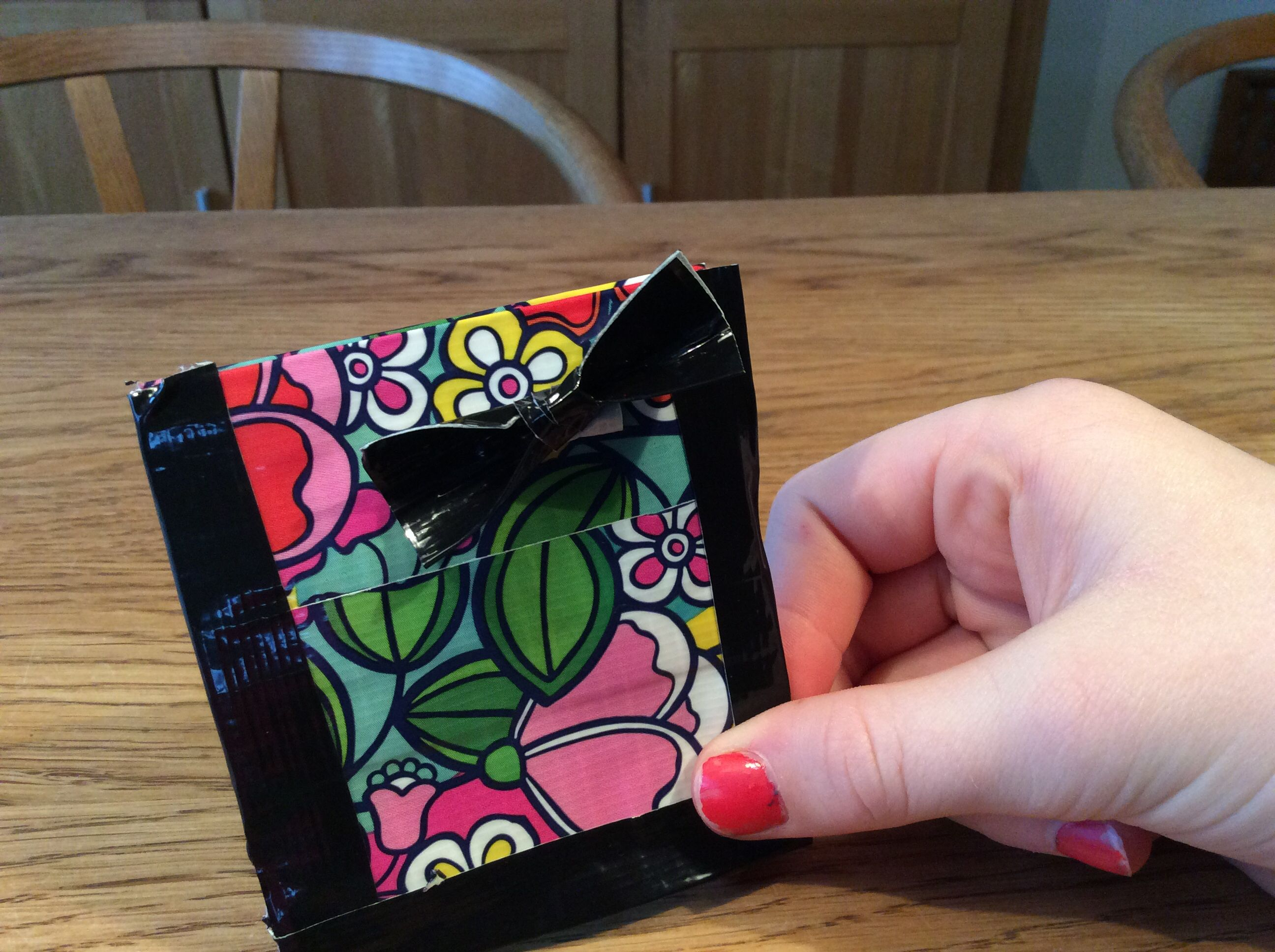 Duck tape coin pouch with a bow