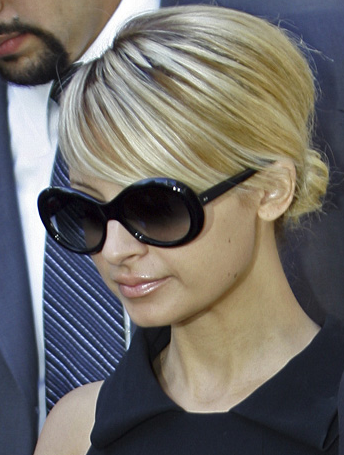 4f22168c9bc4 Nicole Richie was spotted wearing her Tom Ford Anna Sunglasses ...