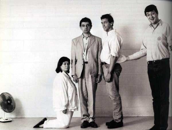 Dawn French, Rowan Atkinson, Hugh Laurie e Stephen Fry (1980)