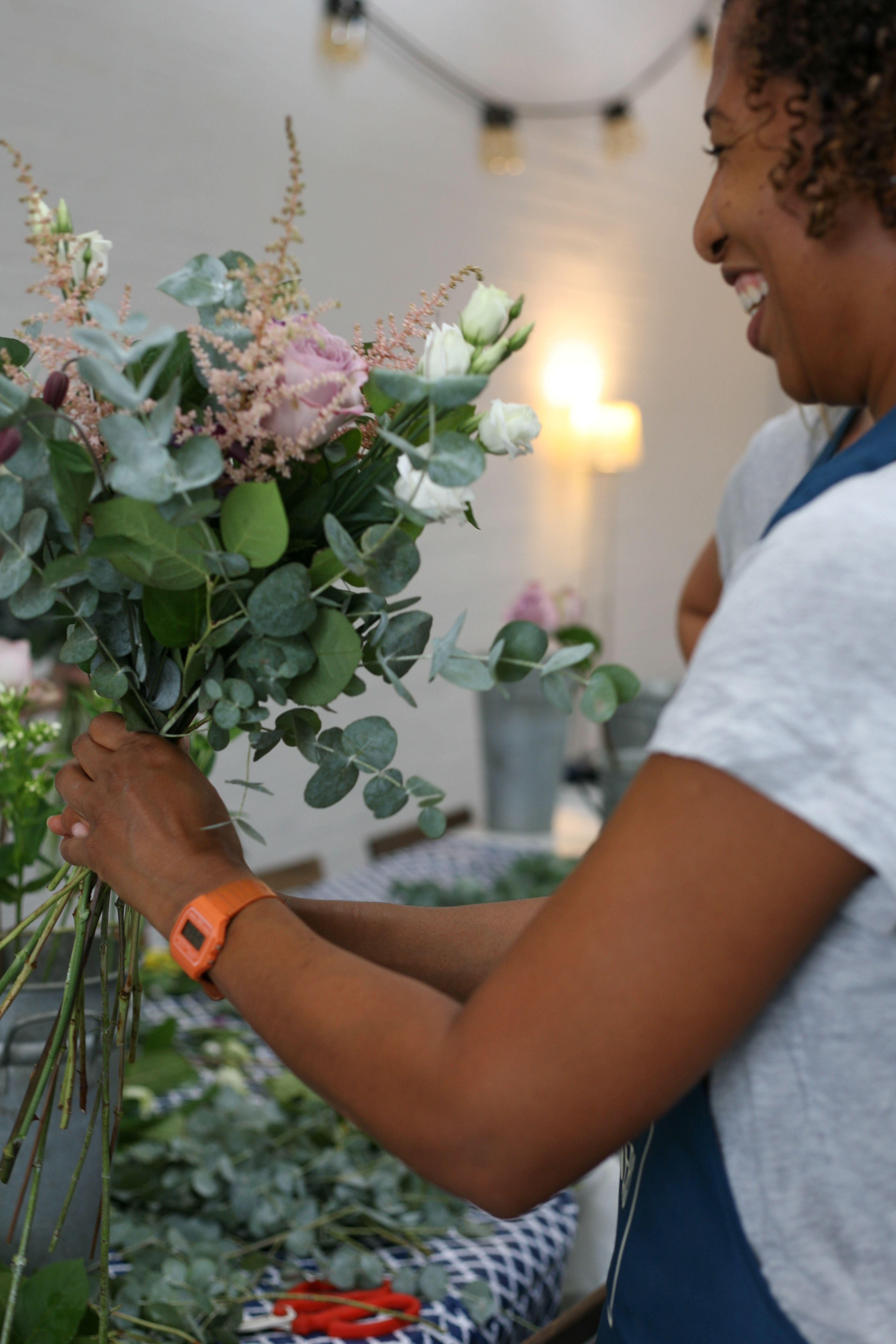 Pin By Gardenia Of London On Gardenia Of London Flower School Flower School Flowers Flower Vases
