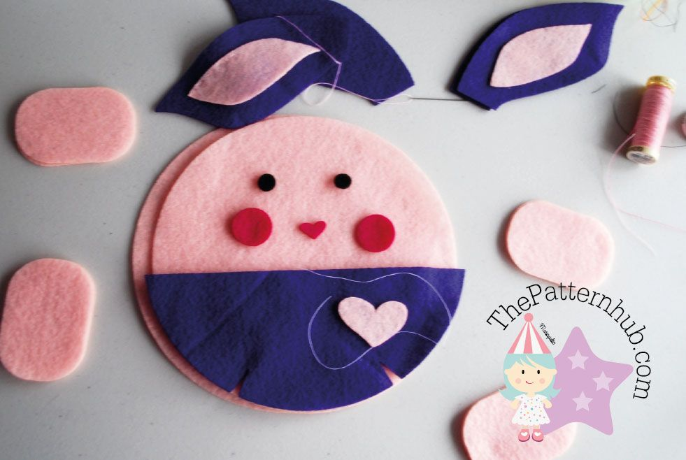 Free Felt Sewing Pattern by thepatternhub. Learn how to make this cute felt bunny plush toy. www.thepatternhub.com