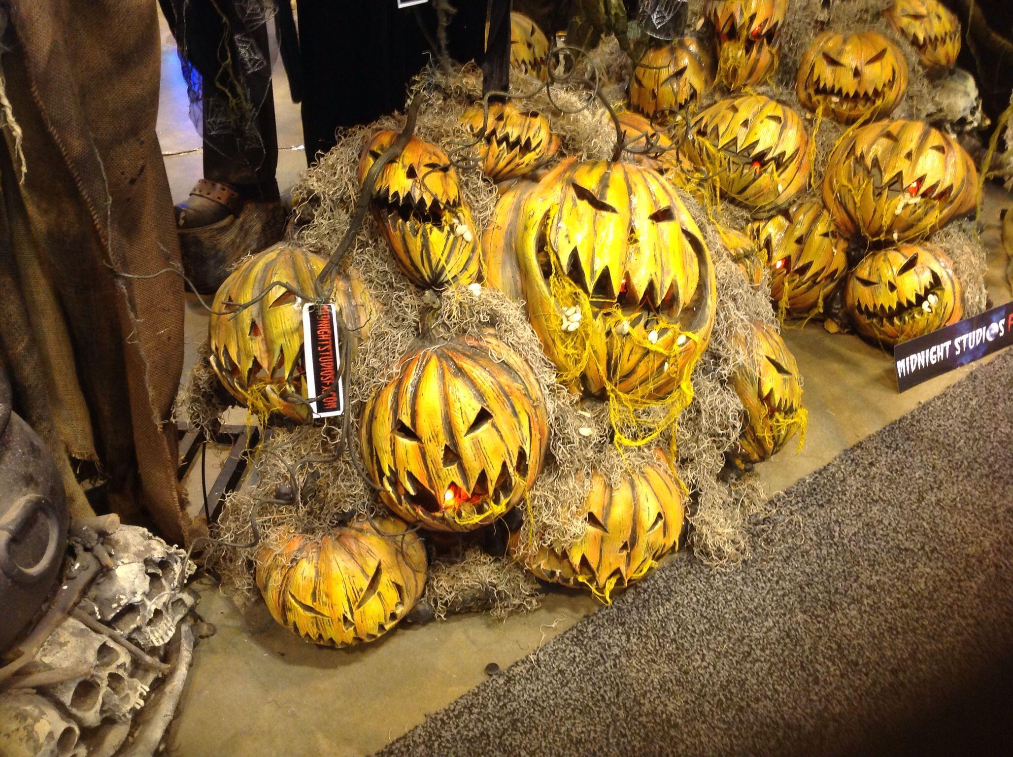 Halloween Pumpkin Patch Display Idea For Yard Haunt Decor Scary Halloween Halloween Outdoor Decorations Halloween Yard