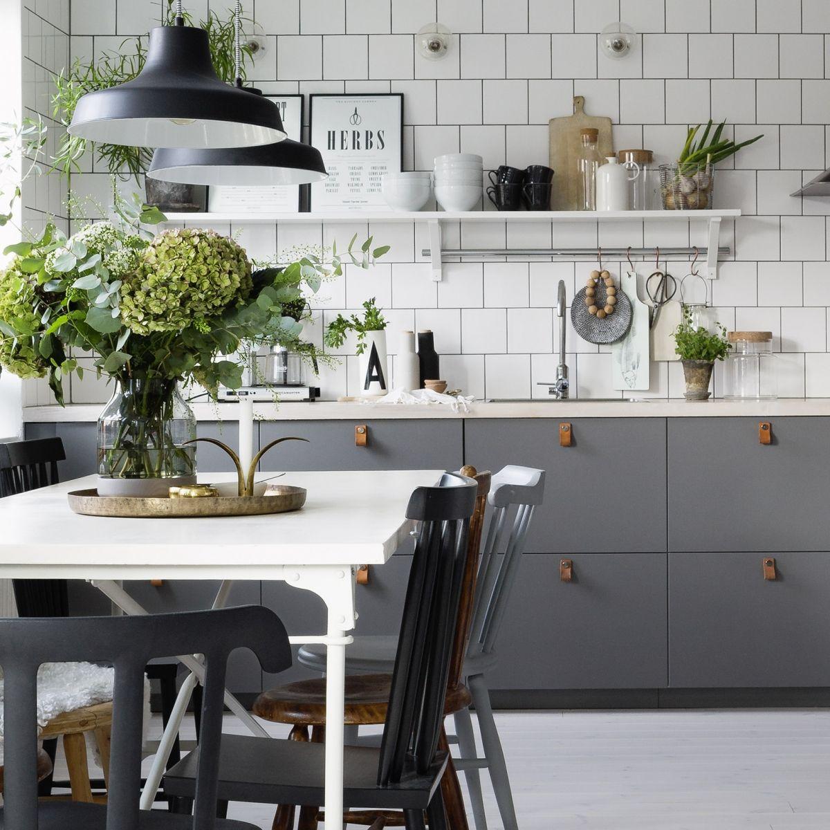 Läderbeslag på kökslucka | Interior/Exterior | Pinterest | Küche und ...