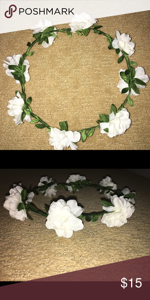 White And Green Flower Crown White And Green Flower Crown Purchased From Japan Accessories Hair Accessories Green Flowers Flower Crown Flowers