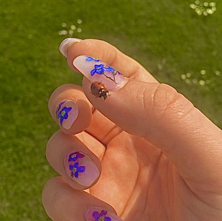Frogtoaser In 2020 Pretty Acrylic Nails Vintage Nails Swag Nails